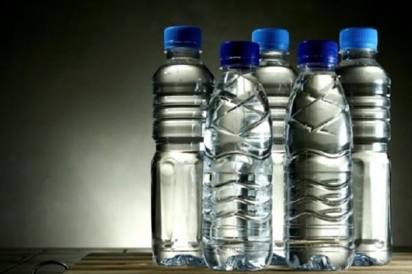 Θα σε κάνει να αναθεωρήσεις: Αυτός είναι ο λόγος που δεν πρέπει ποτέ να ξαναγεμίζουμε τα πλαστικά μπουκάλια!