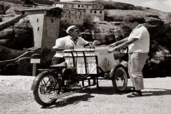 Γλυκές αναμνήσεις των παιδικών μας χρόνων: Δείτε πώς έφτιαχναν παλιά τα παγωτά οι παγωτατζήδες! (Photo)