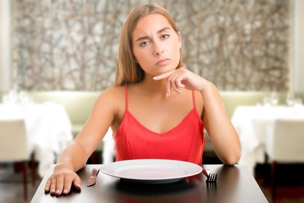 Τρώτε ενώ δεν πεινάτε; Δείτε τι μπορεί να συμβαίνει!