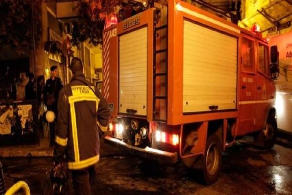 Νύχτα τρόμου στη Θεσσαλονίκη: Φωτιά ξέσπασε σε πολυκατοικία στις Συκιές (Video)