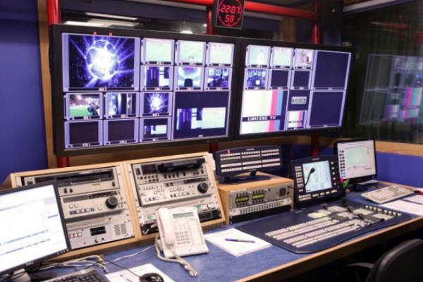 Άτακτος εργαζόμενος μεγάλου τηλεοπτικού σταθμού έβλεπε... ροζ ταινίες την ώρα του δελτίου! (video)