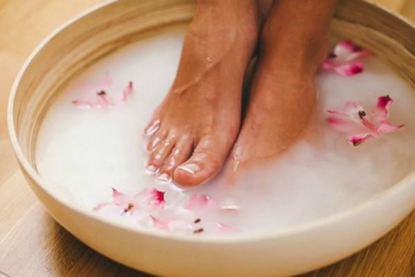 5 τρόποι για να περιποιηθείτε τα πόδια σας τους καλοκαιρινούς μήνες!