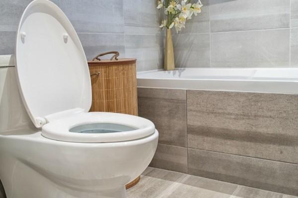 Ένα εύκολο και γρήγορο κόλπο για να έχετε πεντακάθαρη την τουαλέτα σας!