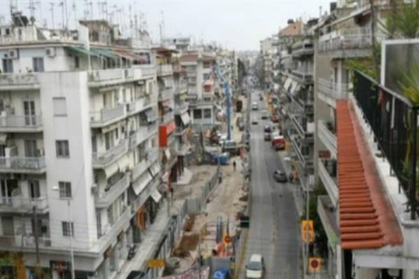 Σοκαριστική είδηση από την Θεσσαλονίκη: Γυναίκα αυτοπυρπολήθηκε και πήδηξε από τον 6ο!