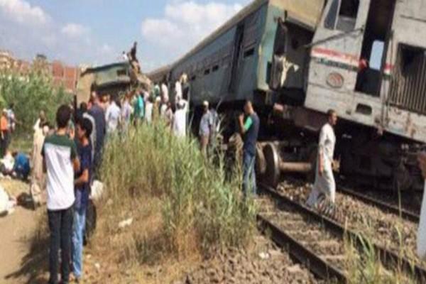 ΕΚΤΑΚΤΟ: Μετωπική σύγκρουση τρένων στην Αίγυπτο: Τουλάχιστον 20 νεκροί και πολλοί τραυματίες (video)