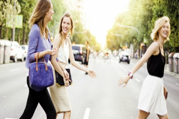 Η τσάντα που έχει ξετρελάνει όλες τις fashion bloggers: Κοστίζει μόλις 5€!