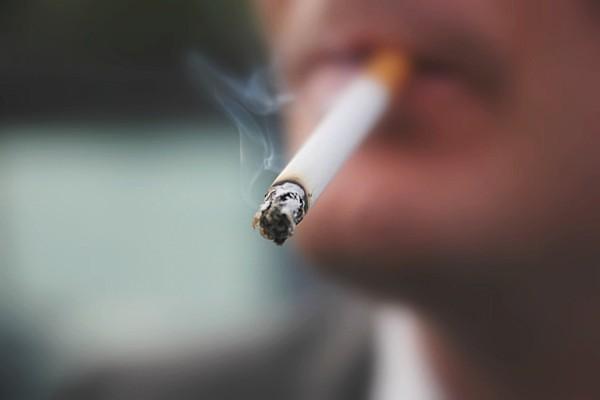 Σοκαριστικό πείραμα με την πίσσα του τσιγάρου: Αν δεν το κόψετε και τώρα δεν θα το κόψετε ποτέ! (video)