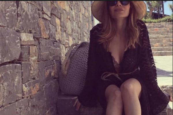 Δέσποινα Βανδή: Κουκλάρα στα 48 της - Ποζάρει με μαγιό και «ρίχνει» το Instagram! (Photo)