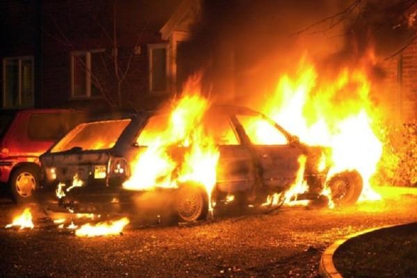 Συνεχίζει το... έργο του ακάθεκτος! - Έκαψε άλλα δυο οχήματα ο εμπρηστής της Πάτρας