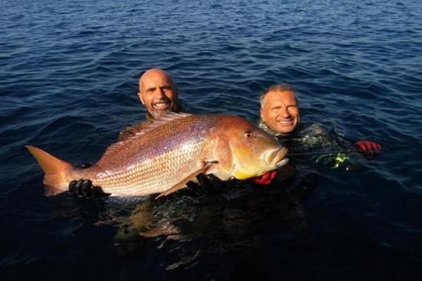 Απίστευτο περιστατικό στην Χίο: Η συναγρίδα 11 κιλών που χάρισε σε Έλληνα ψαροντουφεκά το παγκόσμιο ρεκόρ!
