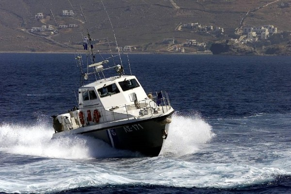 Σκάφος έπεσε σε βράχια στην Πρέβεζα - Στο νοσοκομείο μεταφέρθηκαν οι 2 τραυματίες