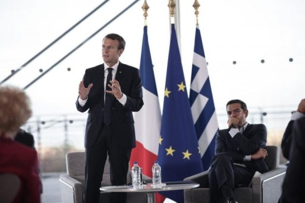 Σκάνδαλο: Αφαίρεσαν τον Σταυρό από τον ιστό της ελληνικής σημαίας που υποδέχτηκαν τον Μακρόν στο