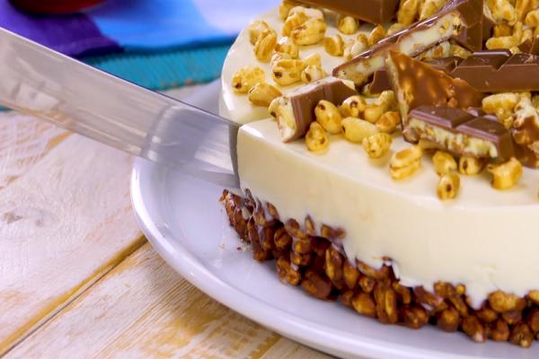 Φτιάξτε μια εύκολη και πεντανόστιμη τούρτα ψυγείου με ζαχαρούχο γάλα!