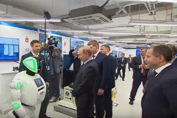 Ακόμη και τα ρομπότ... «υποκλίνονται» μπροστά στον Πούτιν! (Video)