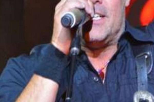 Απίστευτη τραγωδία: Τραγουδιστής σκοτώθηκε πηγαίνοντας στην συναυλία του!