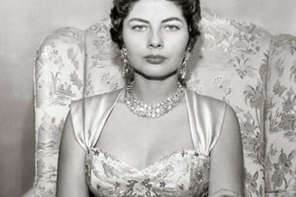 Σοράγια: Η θλιμμένη πριγκίπισσα που έδιωξε ο Βασιλιάς της Περσίας - Η απίστευτη ιστορία της!