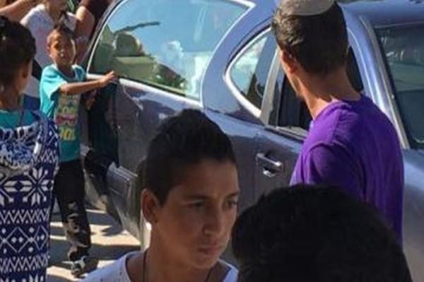 Οργή και θλίψη στην κηδεία του 3χρονου που σκοτώθηκε σε βόθρο! Τραγική φιγούρα η μάνα του (photos)