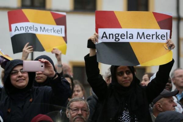 Στις κάλπες σήμερα η Γερμανία: Με κομμένη την ανάσα Ευρώπη και Ελλάδα! Φαβορί η Μέρκελ ή όχι;