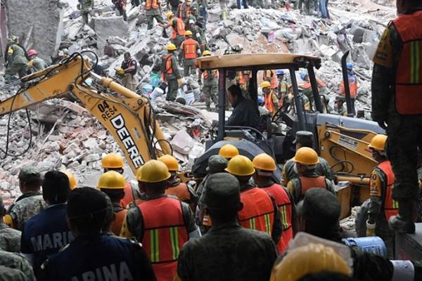 Τρομερός απολογισμός από το σεισμό στο Μεξικό: 225 νεκροί - Δείτε τα συγκλονιστικά βίντεο από τον τόπο της καταστροφής!