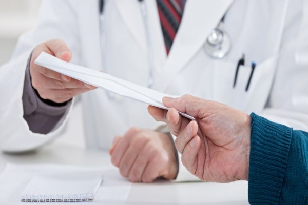 Συνελήφθη γιατρός σε μεγάλο νοσοκομείο της Αθήνας για φακελάκι!