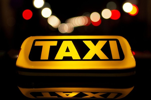 Απίστευτο περιστατικό στην Κρήτη: Ταξιτζής βρήκε 960 λίρες και τις παρέδωσε στην αστυνομία!