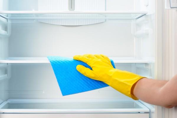 Αυτός είναι ο πιο εύκολος τρόπος να κάνετε απόψυξη και να καθαρίσετε το ψυγείο σας!