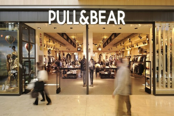 Pull and Bear: Ένα extreme παντελόνι επέστρεψε και πάλι στην μόδα! - Εσύ θα το τολμήσεις; (Photo)