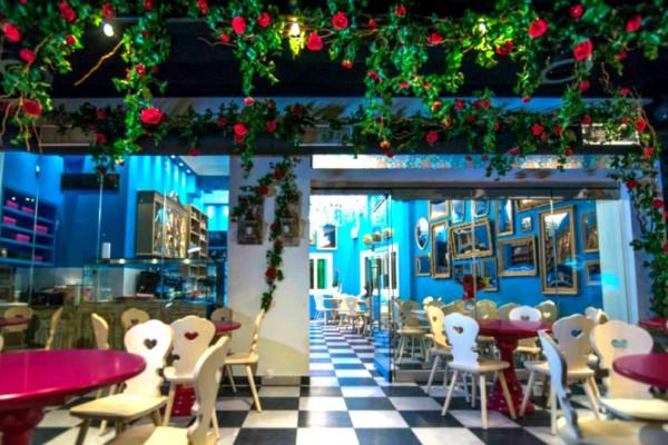 Το γλυκοπωλείο στην Αθήνα που είναι βγαλμένο από τα παραμύθια!Tα ονειρικά γλυκά του θα σας εκπλήξουν!