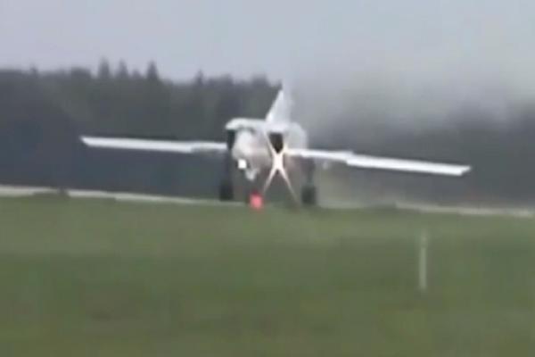 Συγκλονιστικό βίντεο: Ρωσικό βομβαρδιστικό σταματάει την διαδικασία απογείωσης και συντρίβεται