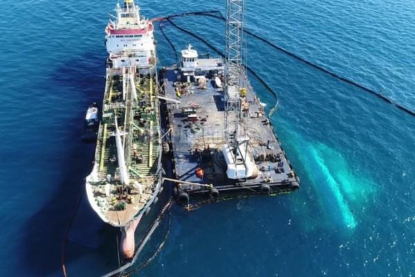 Απίστευτα πλάνα από το βυθισμένο Αγία Ζώνη ΙΙ: Δείτε πού βρίσκεται το πλοίο που προκάλεσε την μεγαλύτερη οικολογική καταστροφή στο Σαρωνικό! (video)