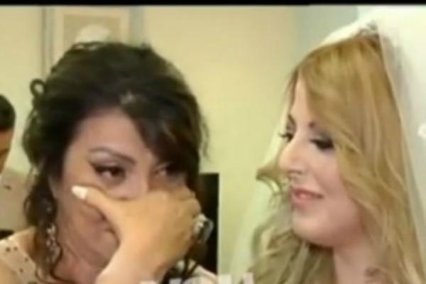 Ξέσπασε σε δάκρυα η Άντζελα Δημητρίου! Ποιο περιστατικό στον γάμο της κόρη της την έκανε να λυγίσει; (video)