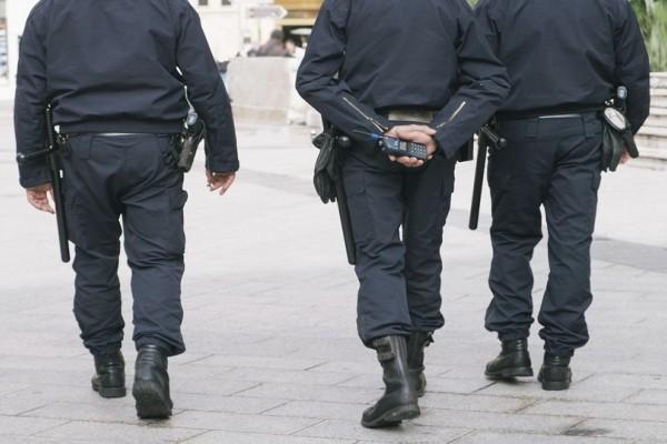 Όταν δεν επιβάλλει το νόμο... ξεδιπλώνει τις σκέψεις του: Αυτός είναι ο αστυνομικός που γράφει στίχους για τον Νίνο και τον Σταν!