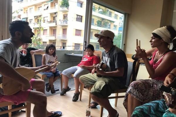 Manu Chao - Κλέλια Ρένεση: Το ζευγάρι βρέθηκε σε χώρο στέγασης προσφύγων! - Ενισχύει όσους έχουν ανάγκη (Photo & Video)