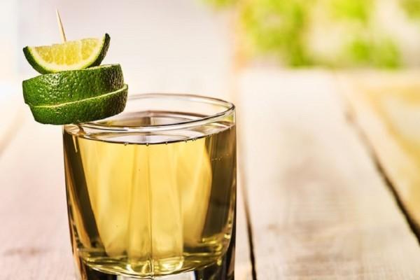 Αυτός είναι ο λόγος που δεν πρέπει ποτέ να βάζετε μια φέτα λεμόνι και πάγο στο ποτό σας! - Εσείς το γνωρίζατε;