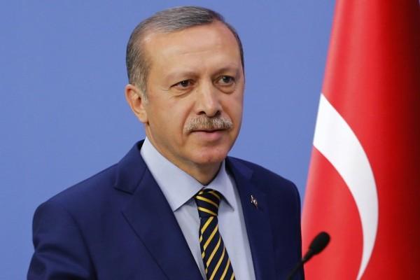 Ο Ερντογάν όπως δεν τον έχετε ξαναδεί: Αρπάζει τσιγάρα από τα χέρια ταξιτζή! (video)