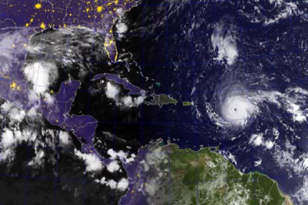 Ίρμα: Ανησυχία στην Καραϊβική από τον ισχυρότερο τυφώνα όλων των εποχών (Photos)
