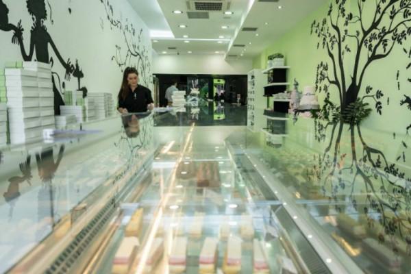 Το μοναδικό ζαχαροπλαστείο της Αθήνας που φτιάχνει όλα του τα γλυκά χωρίς ζάχαρη!