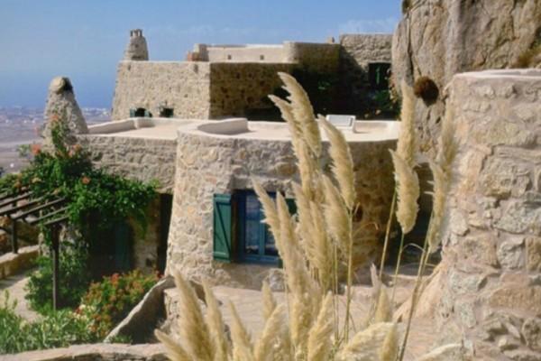 Το πέτρινο σπίτι του Αιγαίου που θα σε μαγέψει με το... εσωτερικό του! (Photos)