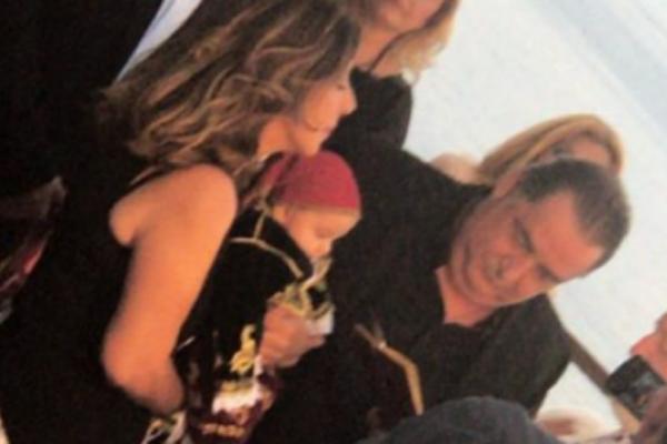 Ποιανού πασίγνωστου τραγουδιστή βάπτισε την κόρη ο Βασίλης Καρράς;