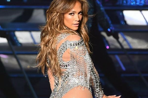 Δωρεά 1 εκ. δολαρίων από την Jennifer Lopez σε όσους έπληξε ο τυφώνας Μαρία!