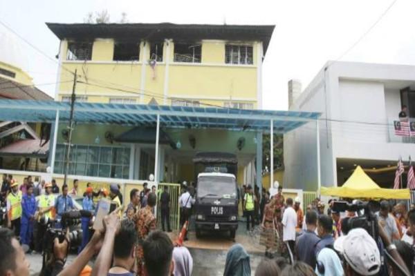 Μαλαισία: Καταστροφική φωτιά σε ιεροδιδασκαλείο στοίχισε τη ζωή σε 23 ανθρώπους! (photos)