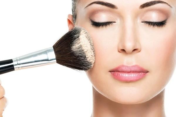 Κορίτσια δώστε βάση: 3 ενδείξεις ότι πρέπει να αλλάξετε make up!