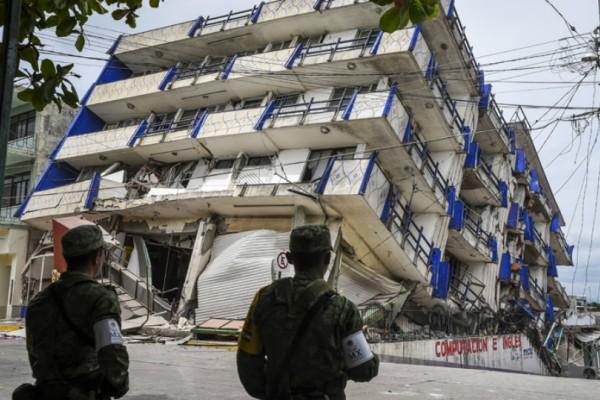 Μεξικό: Αναζητούν επιζώντες στα συντρίμμια των 8,2 Ρίχτερ!