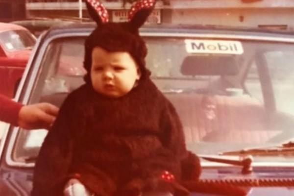 Το χαριτωμένο παιδάκι της φωτογραφίες είναι σήμερα πασίγνωστος Έλληνας παρουσιαστής! (Photo)