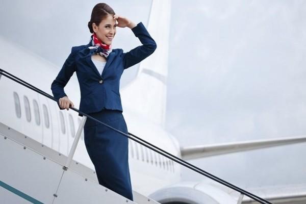 Αυτές είναι οι απίστευτες απαιτήσεις των εταιρειών για να γίνεις αεροσυνοδός!
