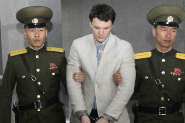«Τον τύφλωσαν, του έβγαλαν τα δόντια»: Οι γονείς του Αμερικάνου που επέστρεψε ετοιμοθάνατος από την Β.Κορέα μιλούν για τα βασανιστήρια που πέρασε και συγκλονίζουν!
