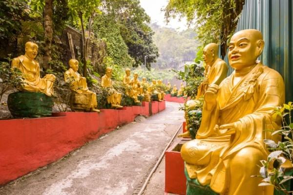 Εικόνες που σε μαγεύουν: Το εντυπωσιακό Μοναστήρι με τους 10.000 χρυσούς Βούδες! (Photo)