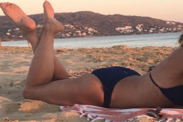 Σε ποια 57χρονη Ελληνίδα ηθοποιό ανήκει αυτό το κορμί; - Οι φωτογραφίες που