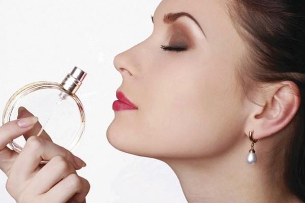 Έξυπνα μυστικά για να μυρίζεις όμορφα από το πρωί έως το βράδυ!