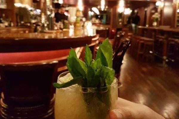 Τα 5 καλύτερα μαγαζιά για να πιεις το ποτό σου γύρω από το Σύνταγμα!